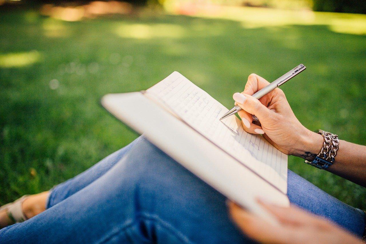 assumere content writer