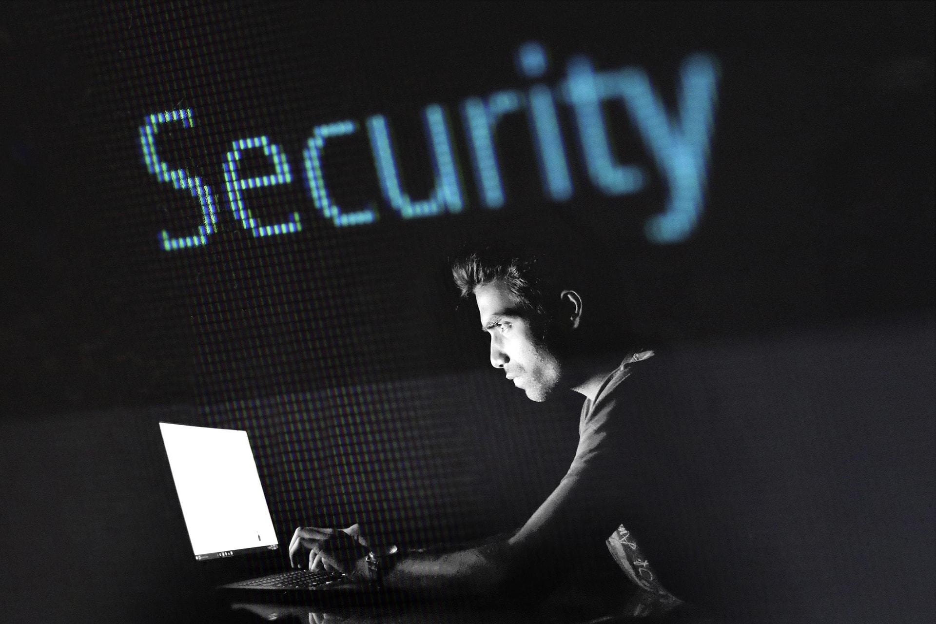 La cyber-security dal tocco umano