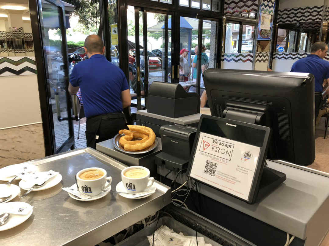 Spagna, taxi e caffè con qualche Tron