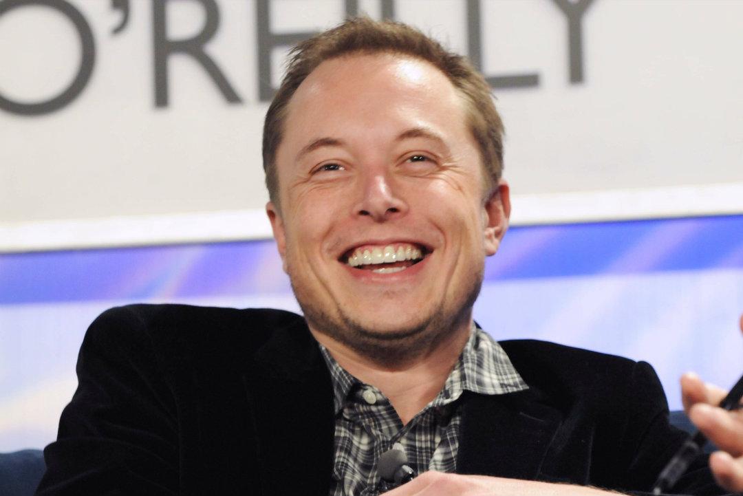 Musk scatenato su Twitter, parla di crypto scam e pure di razzi