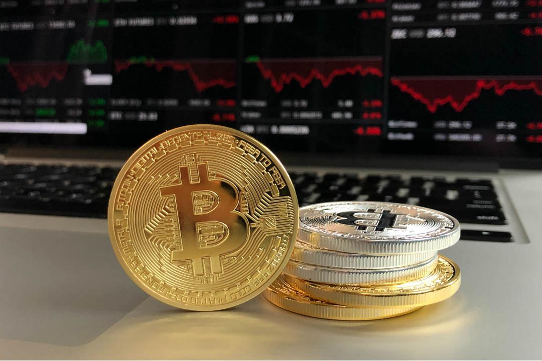 Crollo improvviso, torna la volatilità su bitcoin
