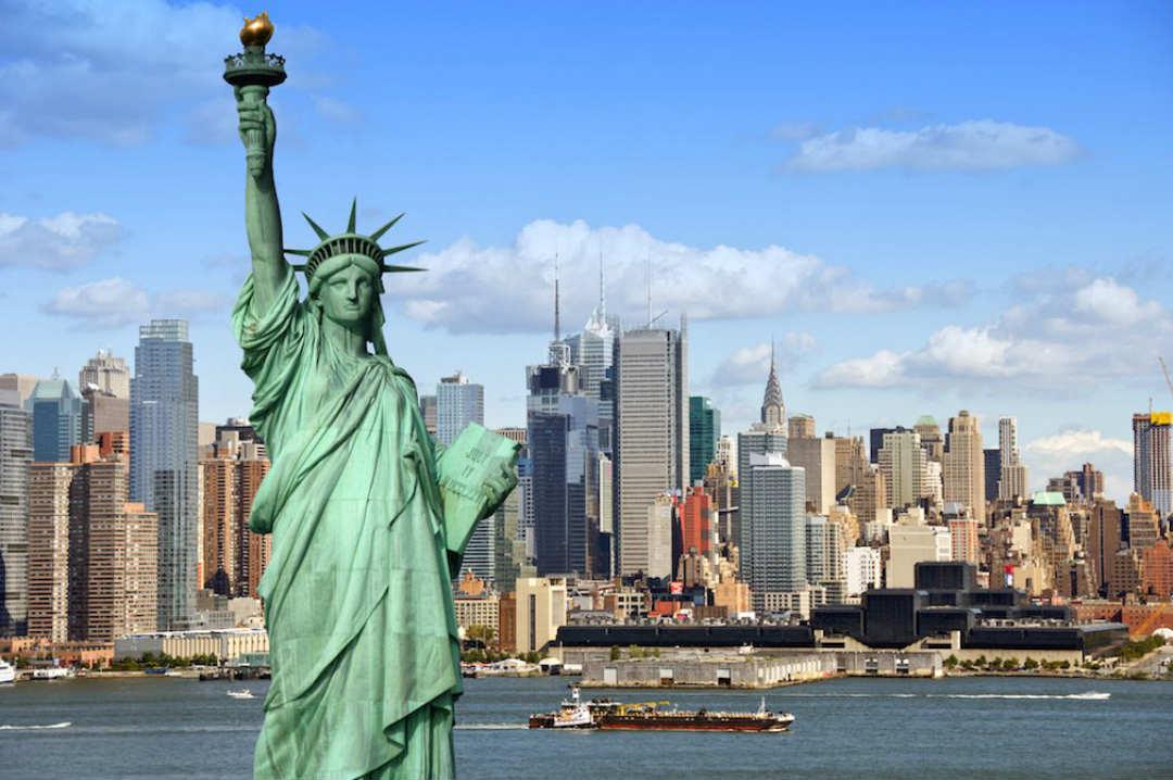 statua satoshi New York