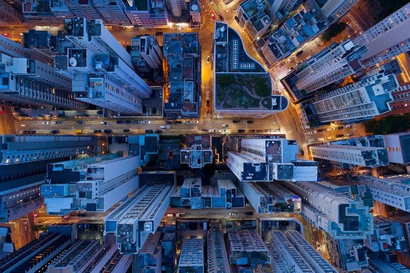 Il milionario in bitcoin Wong Ching-kit ha gettato migliaia di banconote da un grattacielo