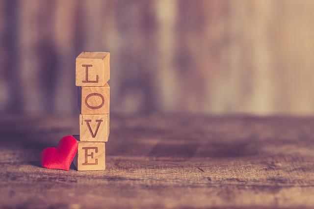 Tinder Bitrefill crypto San Valentino