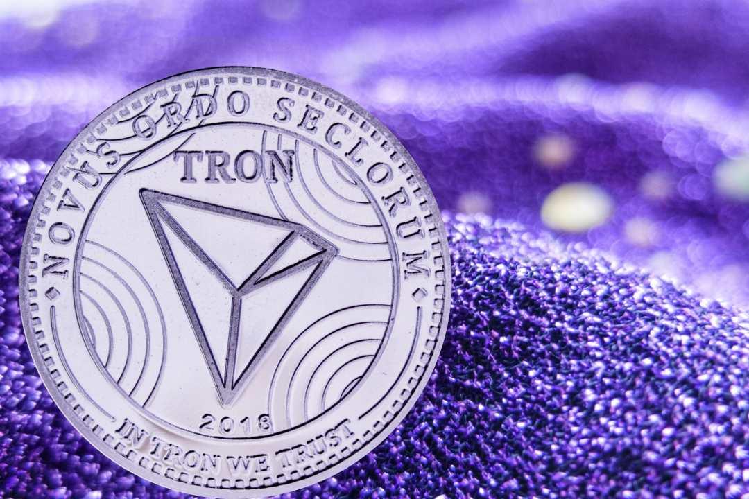 Tron (TRX) il prezzo in discesa. Buone invece le news per Dash