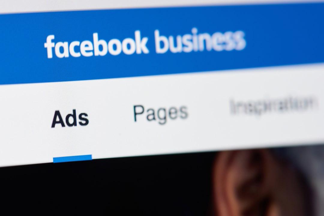 facebook pubblicità crypto blockchain