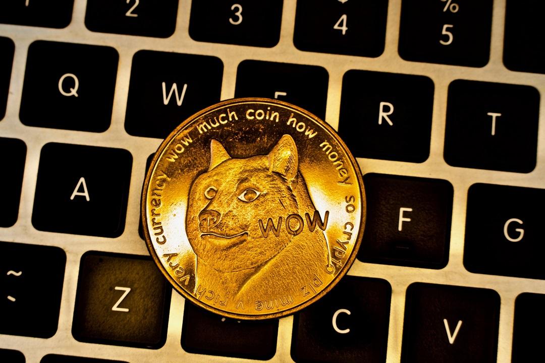 Dogecoin (DOGE): la criptovaluta satirica cresciuta oltre le aspettative