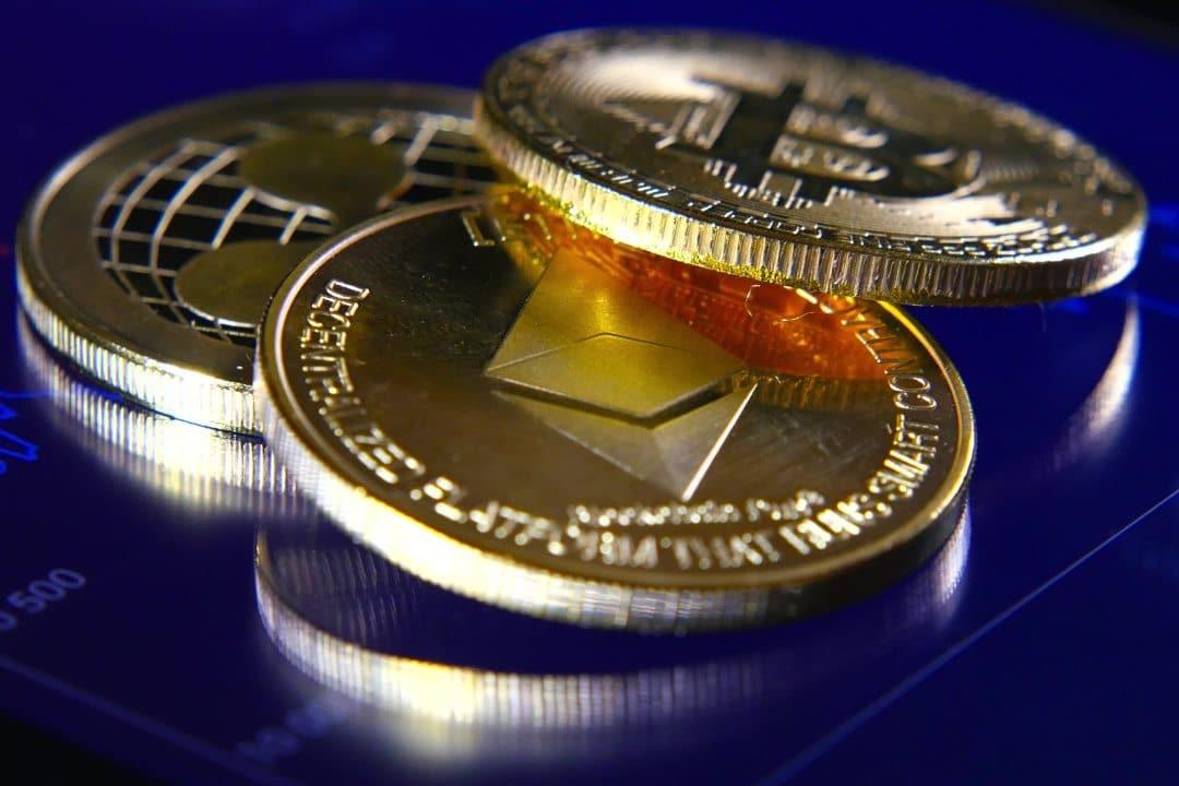 Il mercato crypto oggi si tinge di rosso