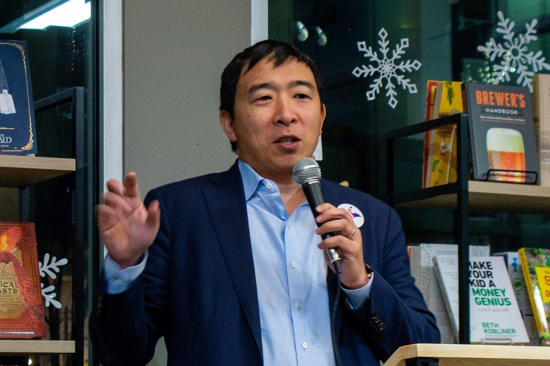 Elon Musk sostiene il candidato bitcoin-friendly Andrew Yang