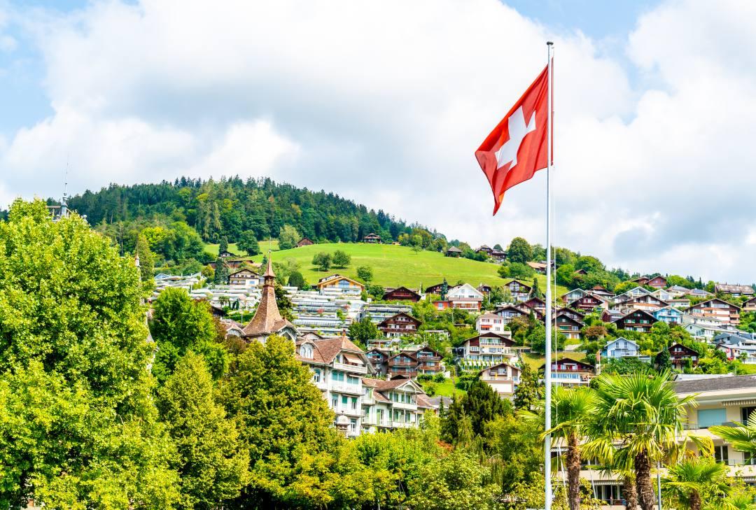 Svizzera: una proposta di pagare i frontalieri in TicinoCoin
