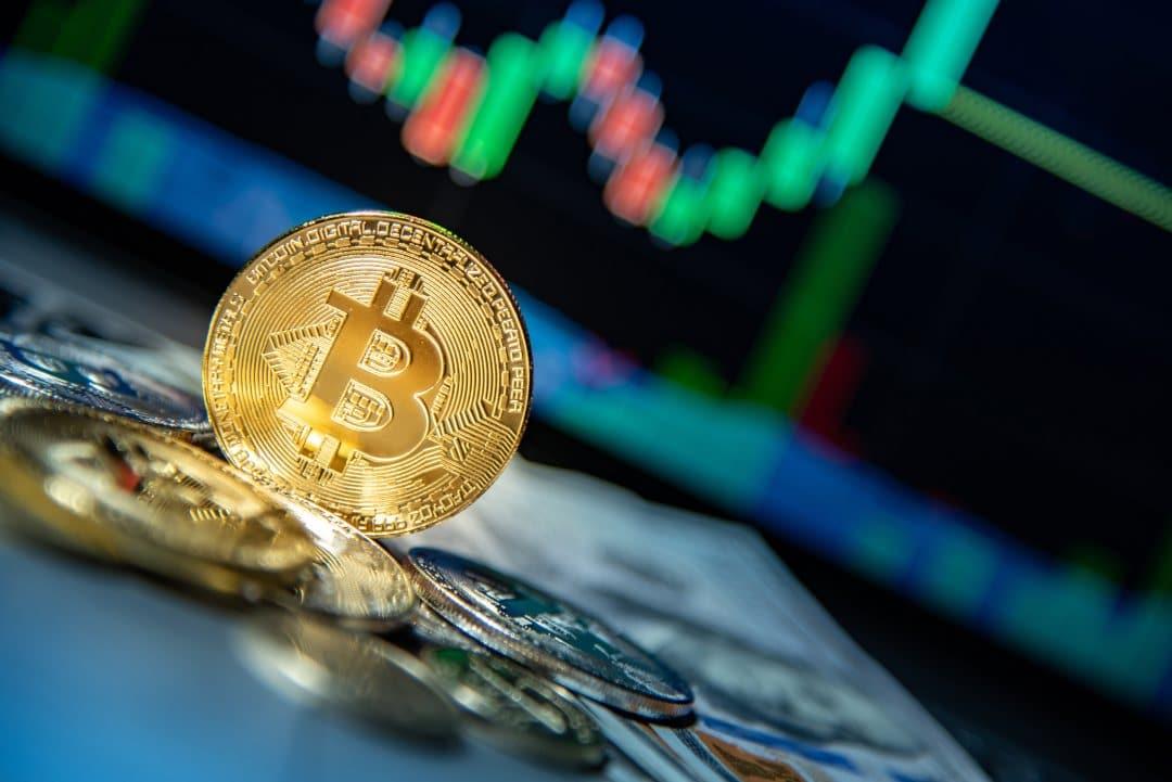 Bitcoin, il prezzo in difficoltà a 8000 dollari
