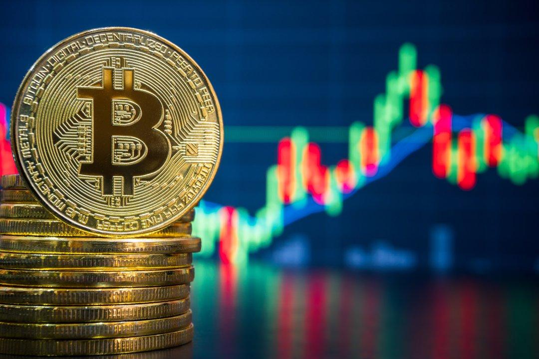 Chiudono i mercati azionari? Prezzo e volumi di bitcoin salgono alle stelle