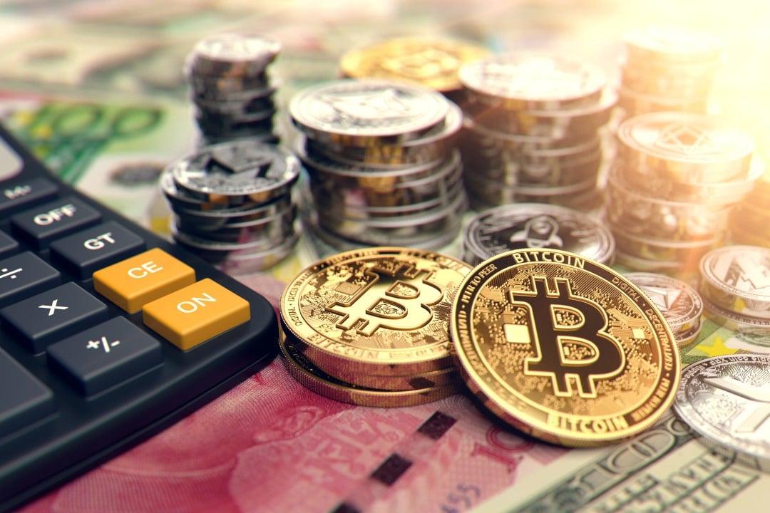 Bitcoin testa la soglia dei 9800 dollari. Salgono le altre crypto