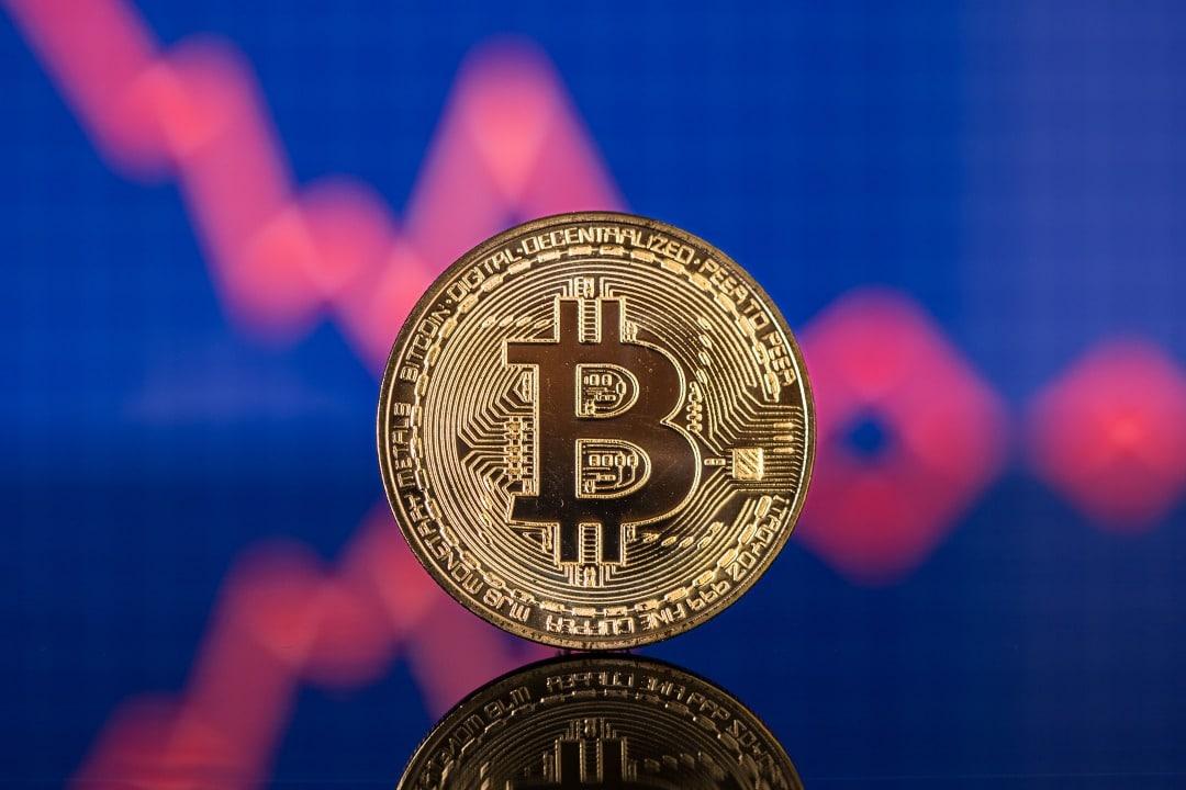 Bitcoin perde terreno e torna a 8000 dollari