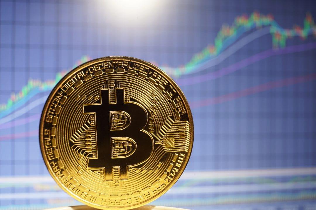 Bitcoin oggi in rialzo: +2% per il suo compleanno