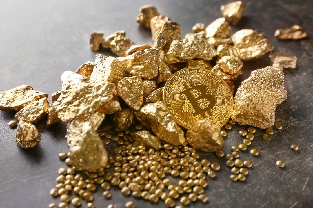 A ottobre il prezzo di bitcoin sale più dell'oro