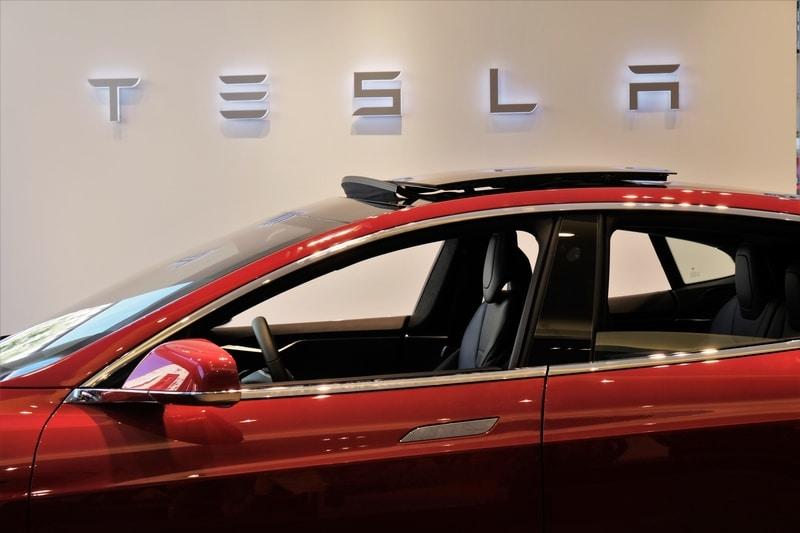 Tron vuole regalare la nuova Cybertruck di Tesla