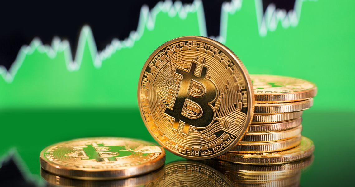 Bitcoin oggi torna su come regalo di Natale