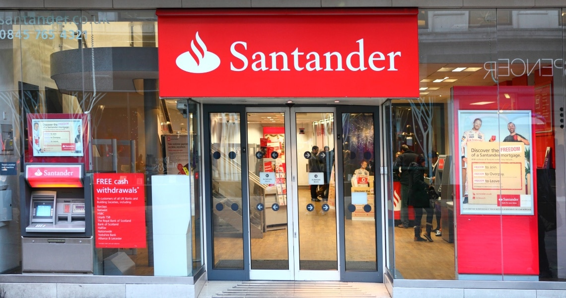Santander assume ex dirigente Apple Pay per i pagamenti P2P