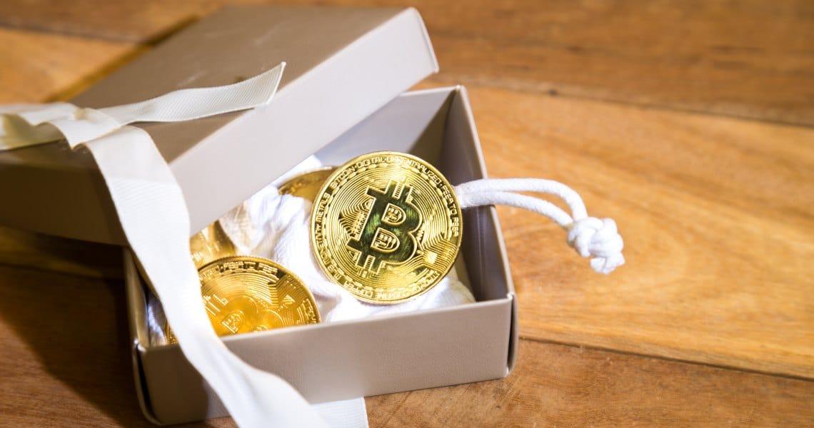 Come pagare in bitcoin i regali di San Valentino