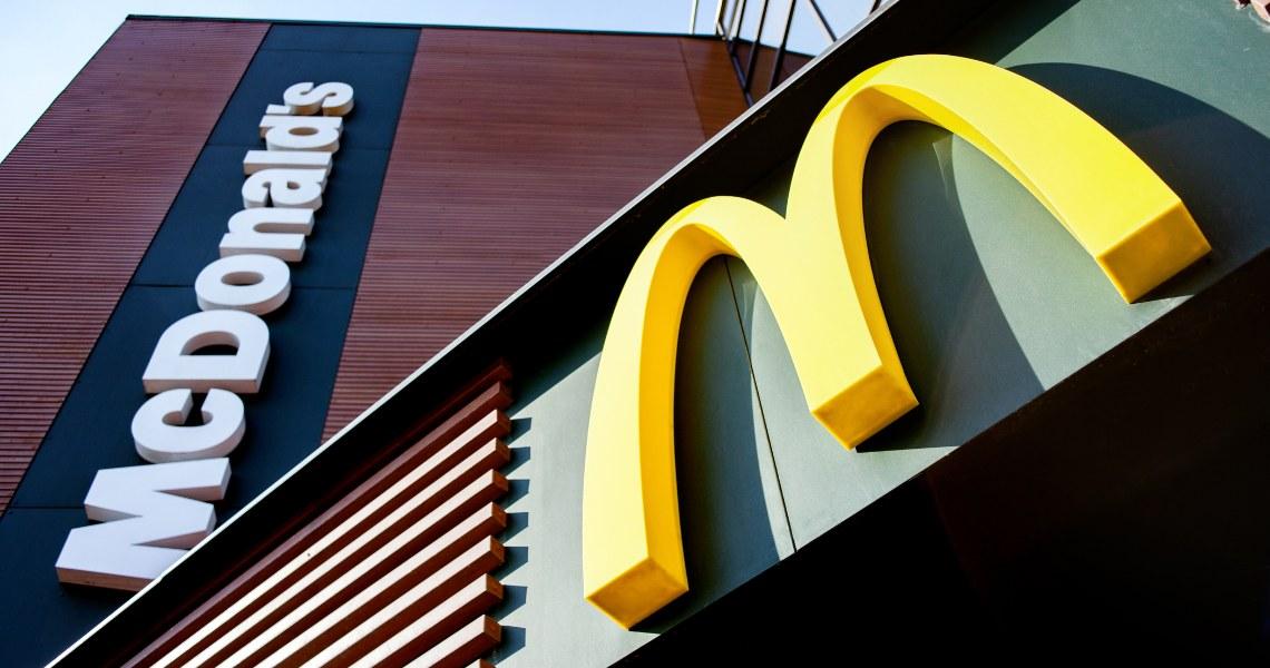 Cina: test per la valuta digitale da McDonald's e Starbucks