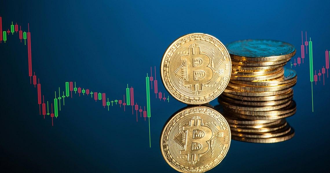 Bitcoin a 10000 dollari: scattano le prese di beneficio