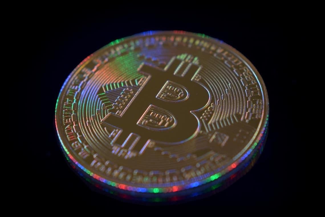 Bitcoin prova a spingersi ancora in area 10000 dollari