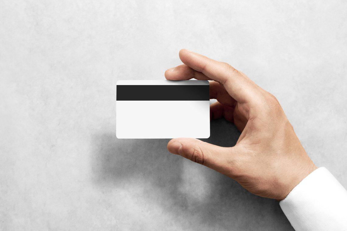 Ghost: in arrivo la carta di debito di John McAfee