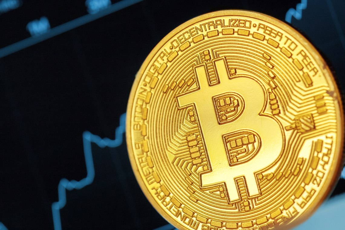 Bitcoin torna a 11.000 USD