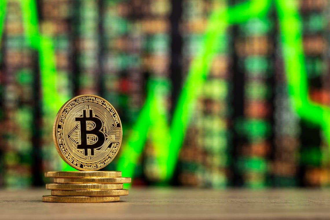 Bitcoin a fatica, prezzi sotto gli 11.000 dollari