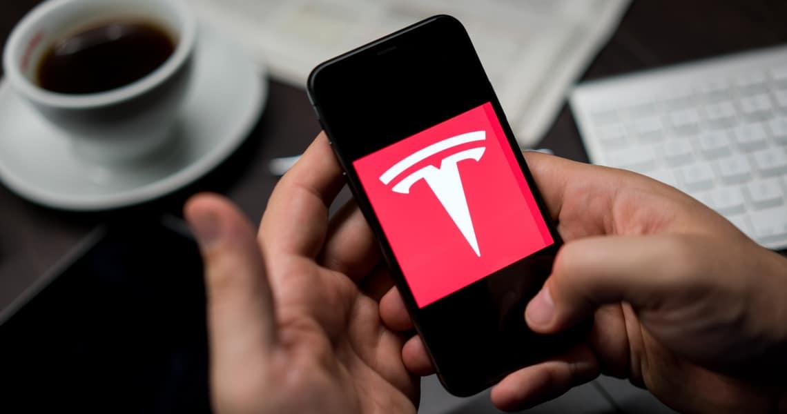 Tesla ed Apple: lo split azionario potrebbe far salire i prezzi del 33% annuo