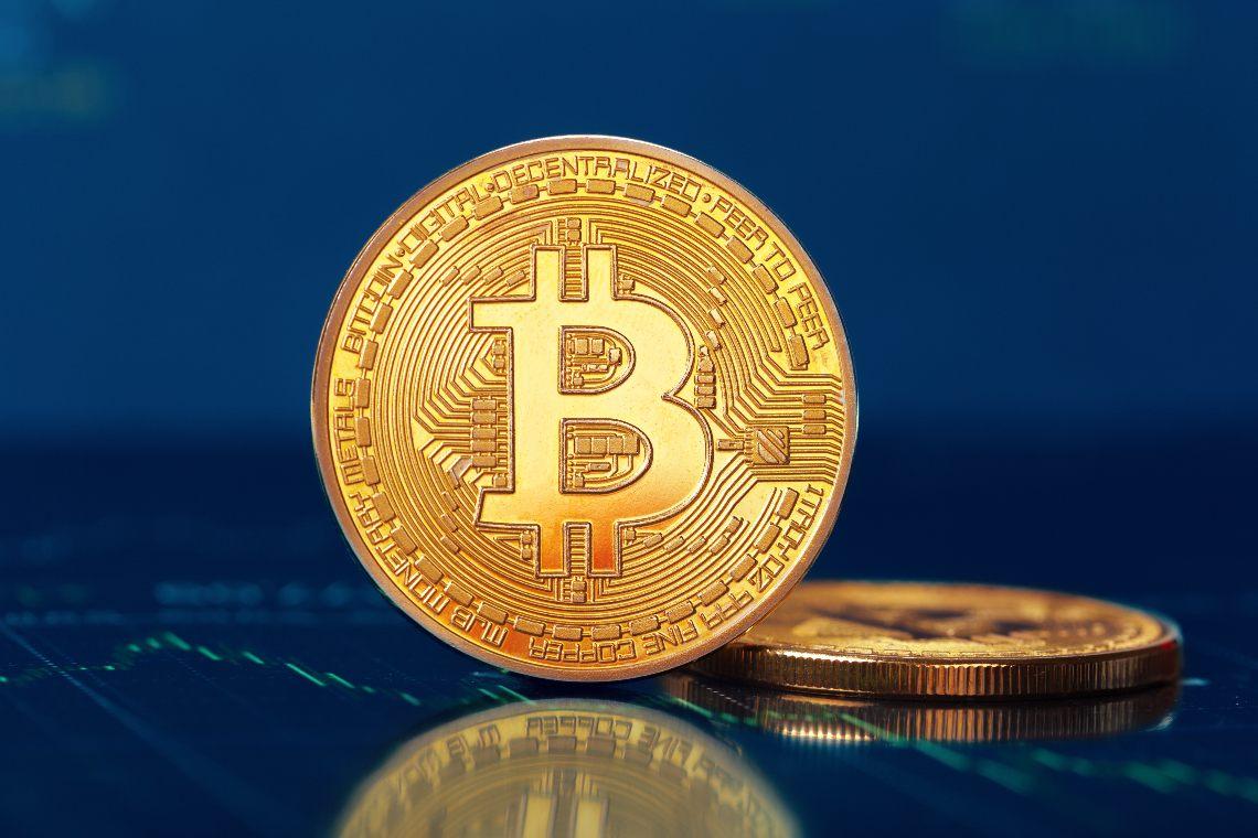 Bitcoin si tuffa sotto i 10000 dollari