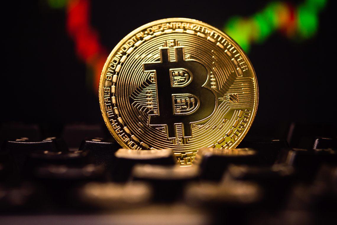 Bitcoin cresce ancora e tocca i 13.800 dollari