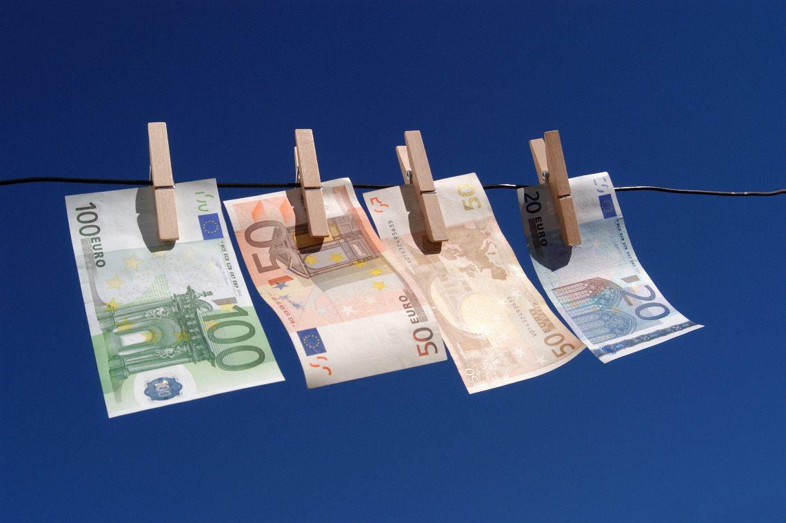 Riciclaggio di denaro: sequestrati oltre 2000 Bitcoin (BTC)