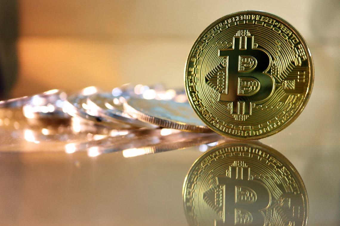 Bitcoin, sale il market cap ma crolla la dominance