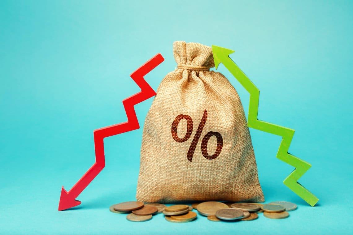I prezzi dei token DeFi scendono, mentre Bitcoin sale