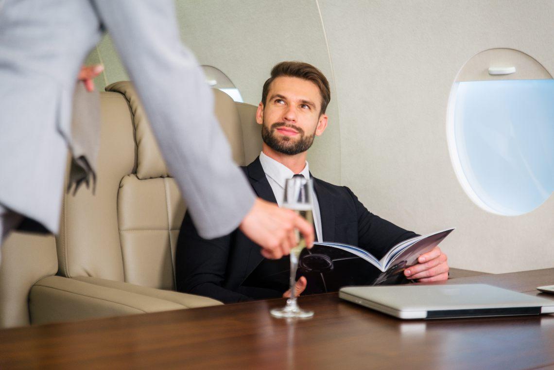 Fast Private Jet, voli per 2 milioni di euro pagati in criptovalute