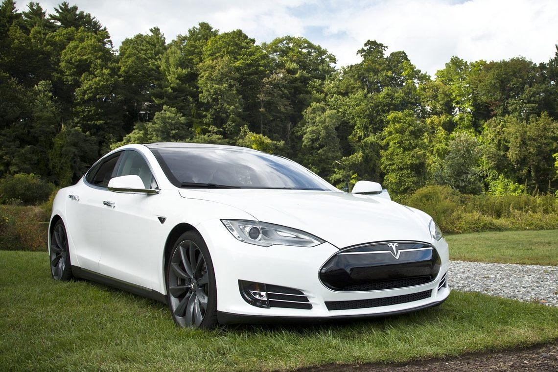 Tesla: gli investimenti in stock sono più popolari in Svizzera
