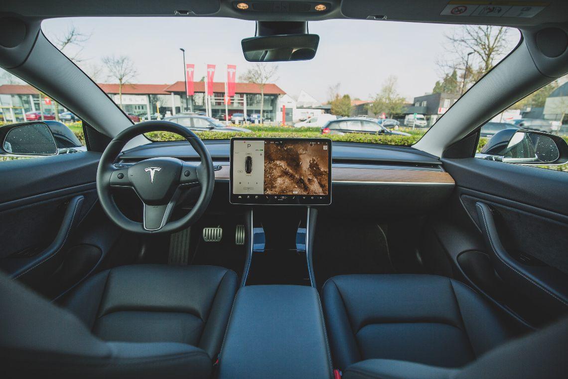 L'esplosione di Tesla con 20 milioni di auto elettriche l'anno