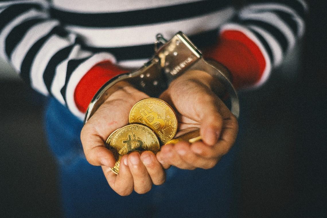 Senatore Gasparri: vietare Bitcoin in Italia