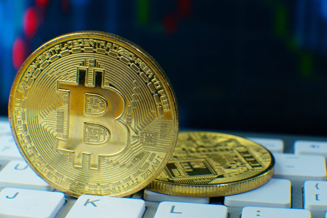 Bitcoin, rimbalzo dopo il ribasso più profondo di sempre