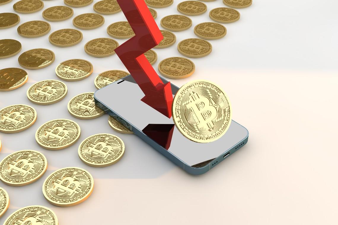 Bitcoin testa il supporto dei 32mila dollari