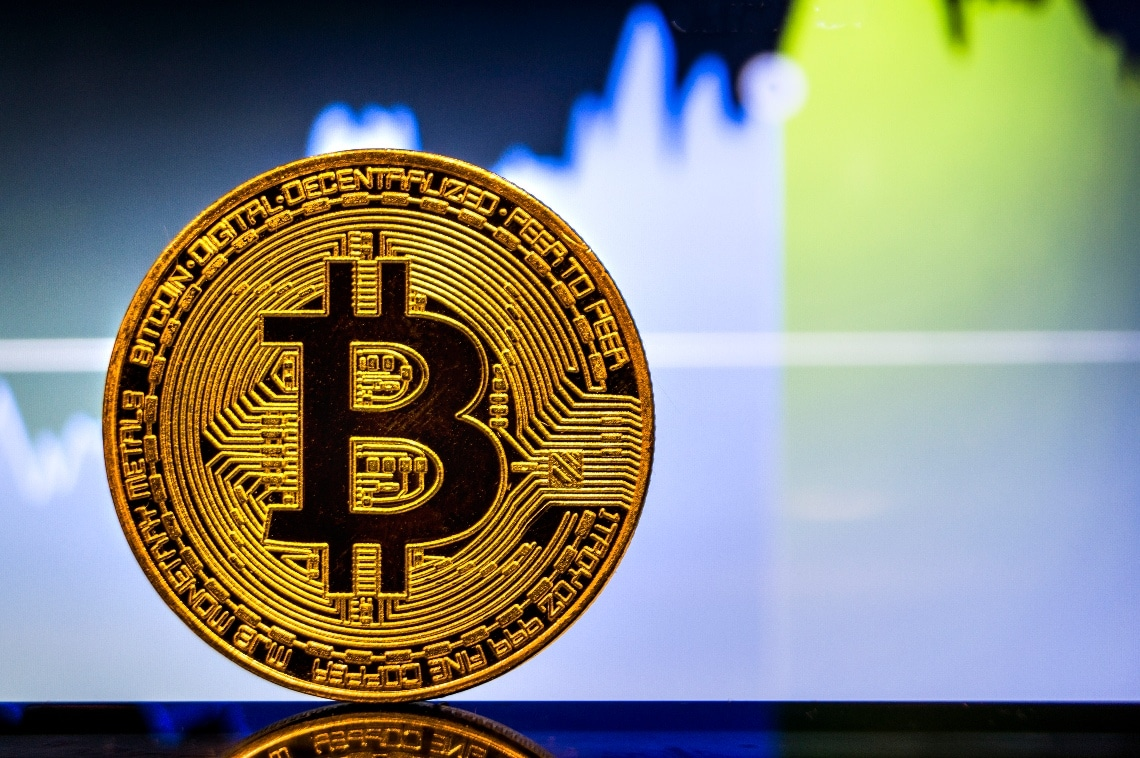 Bitcoin: i volumi esplodono sopra i $12 miliardi