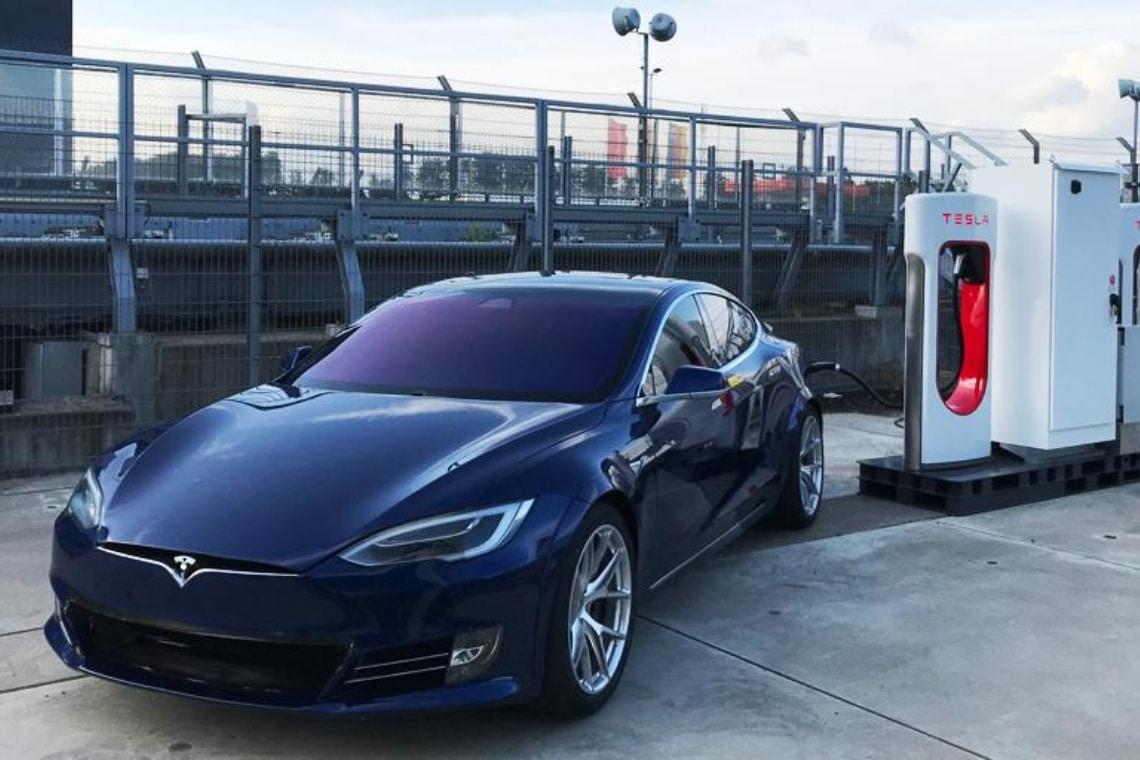Chamath Palihapitiya: le azioni Tesla potrebbero triplicare