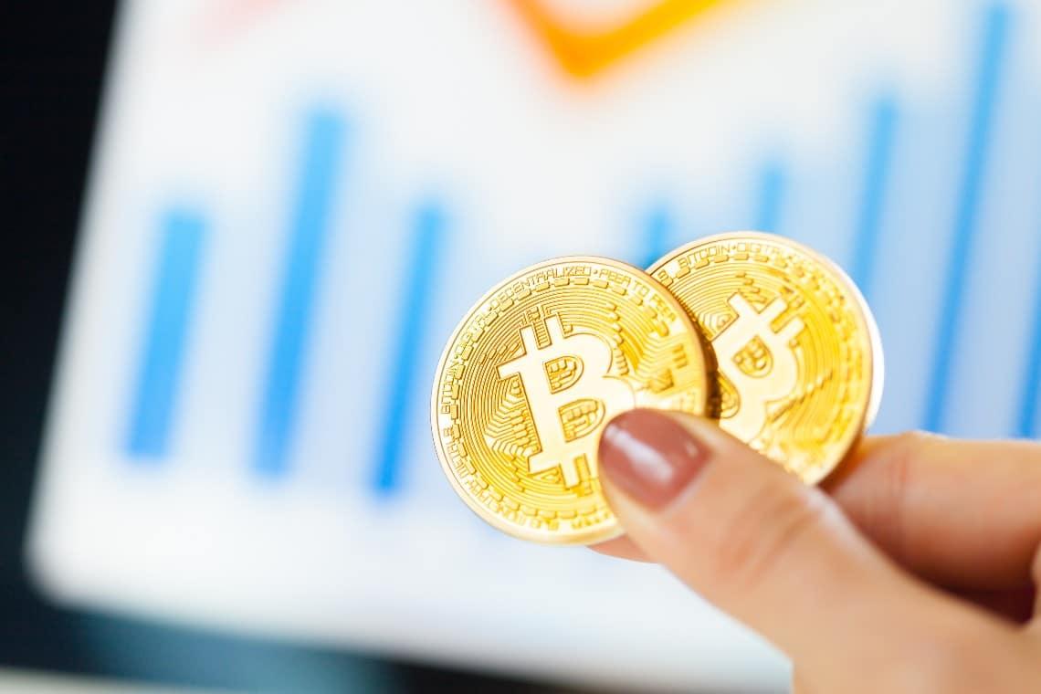 Bitcoin in positivo recupera i 52.000 dollari