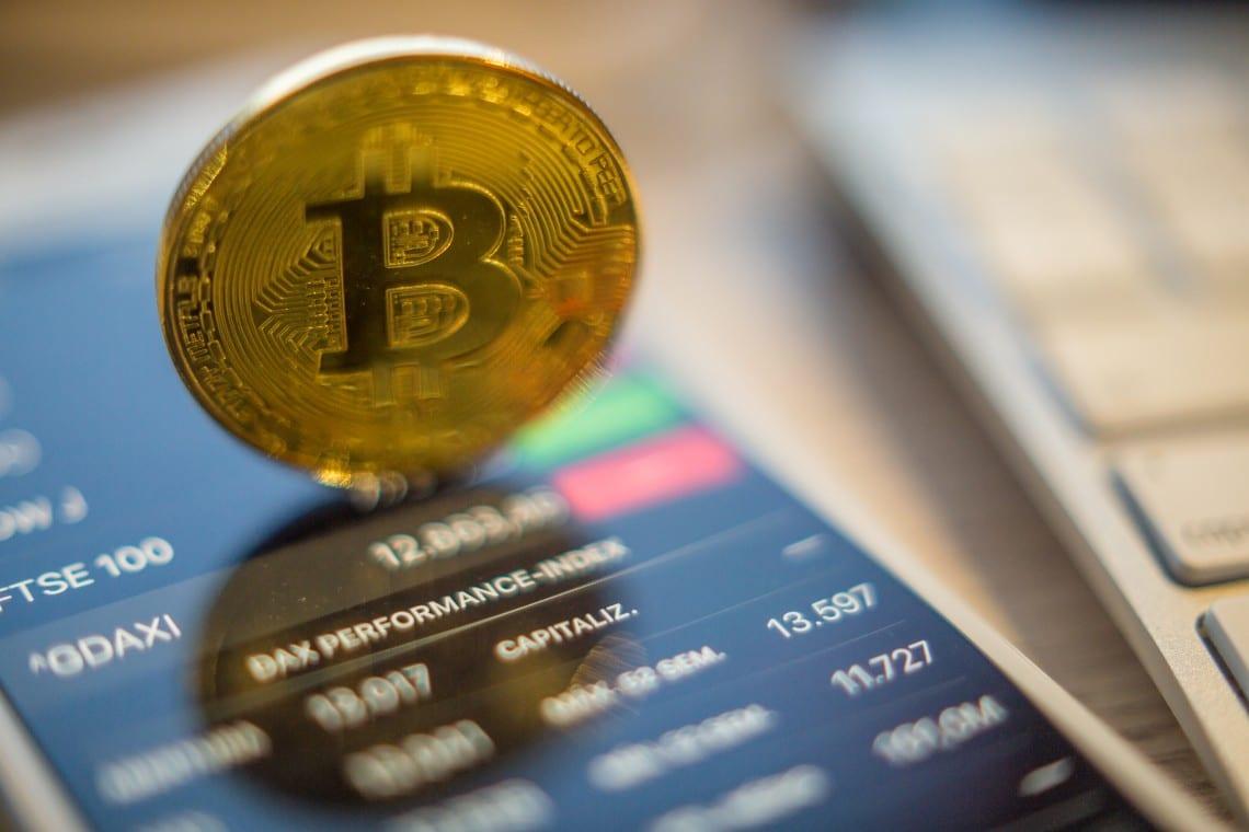 Bitcoin vola a 45.000 dollari e infrange nuovi record