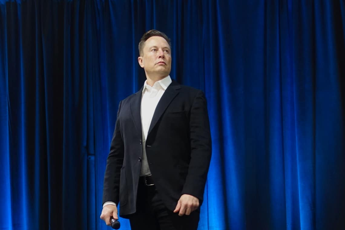 Tesla: Elon Musk rinnega l'acquisto di Bitcoin?