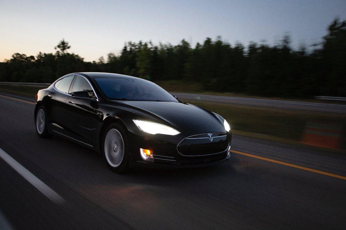 Ora è possibile comprare Tesla con bitcoin