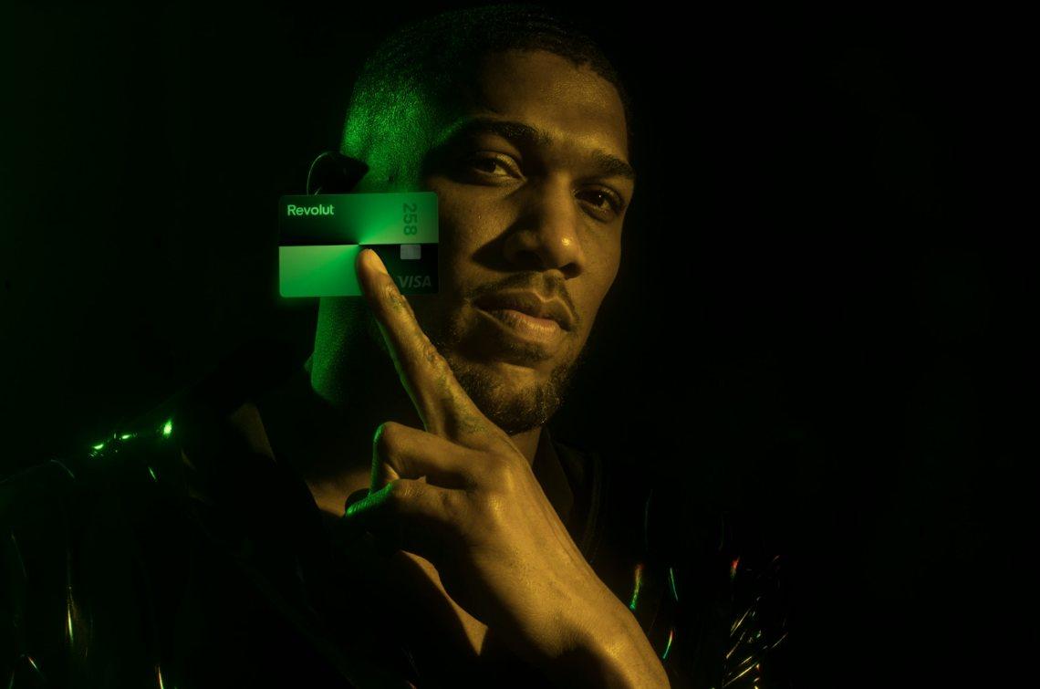 Revolut: una nuova carta in beneficenza con il campione Anthony Joshua