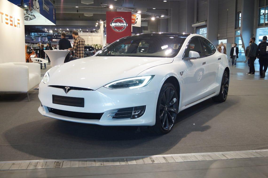 Tesla token su Binance: già volumi esplosivi